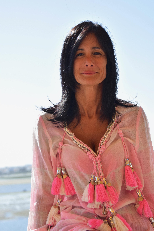 Cláudia Cruz Santos